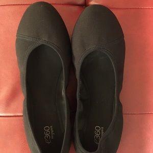 Black Ballet-style Flats